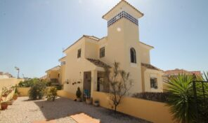 Bargain! Large Villa with heated Communal Pools in Villamartin.  Ref:ks2333