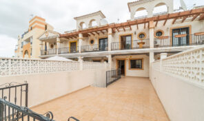 Two Properties in One TownHouse! 4 Bed Townhouse in Villamartin.  Ref:2493