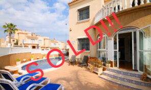 SOLD!Large Quad with Private Pool in Villamartin.  Ref:ks1631