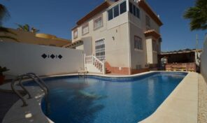Amazing Offer! 5 bed Semi-Detached Villa with Pool in Villamartin. Ref:ks2559