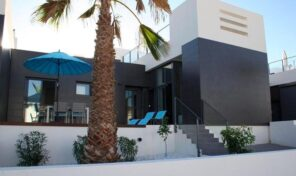 Great Modern Townhouse near La Fuente CC in Villamartin.  Ref:ks2638