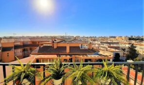 BARGAIN! Penthouse ONLY 150m from Beach in Torrevieja. Ref:ks2691