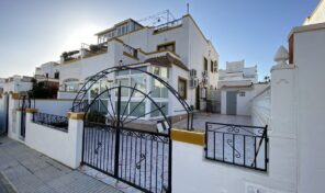 Spacious Quad Villa in Los Altos. Ref:ks2676