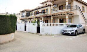 BARGAIN! Great Townhouse with Garage Parking in Punta Prima. Ref:ks2749