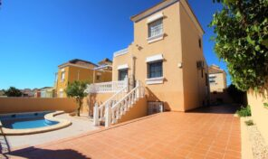 Large 5 Bed Detached Villa with Private Pool in Villamartin. Ref:ks2859