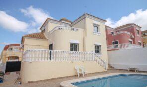 Bargain!!! Large Detached Villa with Private Pool in Villamartin. Ref:ks2866