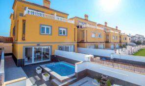 Amazing Semi Detached Villa with Splash Pool in La Zenia. Ref:ks2932